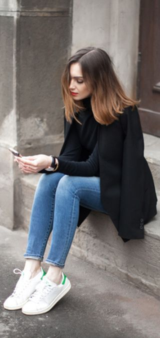 Fall fashion | Jeans, sneakers and black shirt and coat