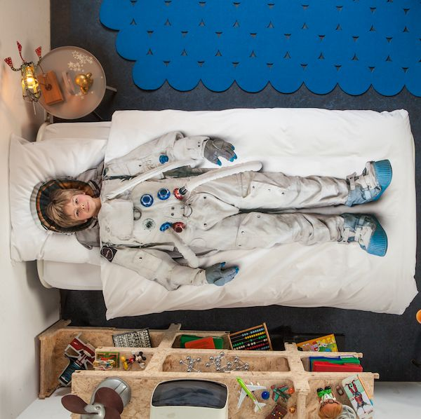 Awesome astronaut comforter!