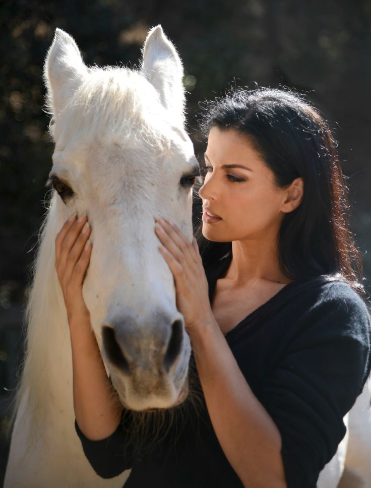 Reiki Energy Healing for Horses -Reiki is an ancient healing technique that is used to restore a more balanced energy flow throughout the body. In my experience it helps bring the horses body back into balance so that it can help heal itself whether physically or emotionally. Any horse can benefit from the healing aspects of this vibrational energy. #wendyboth #reiki #horses #reikiheals