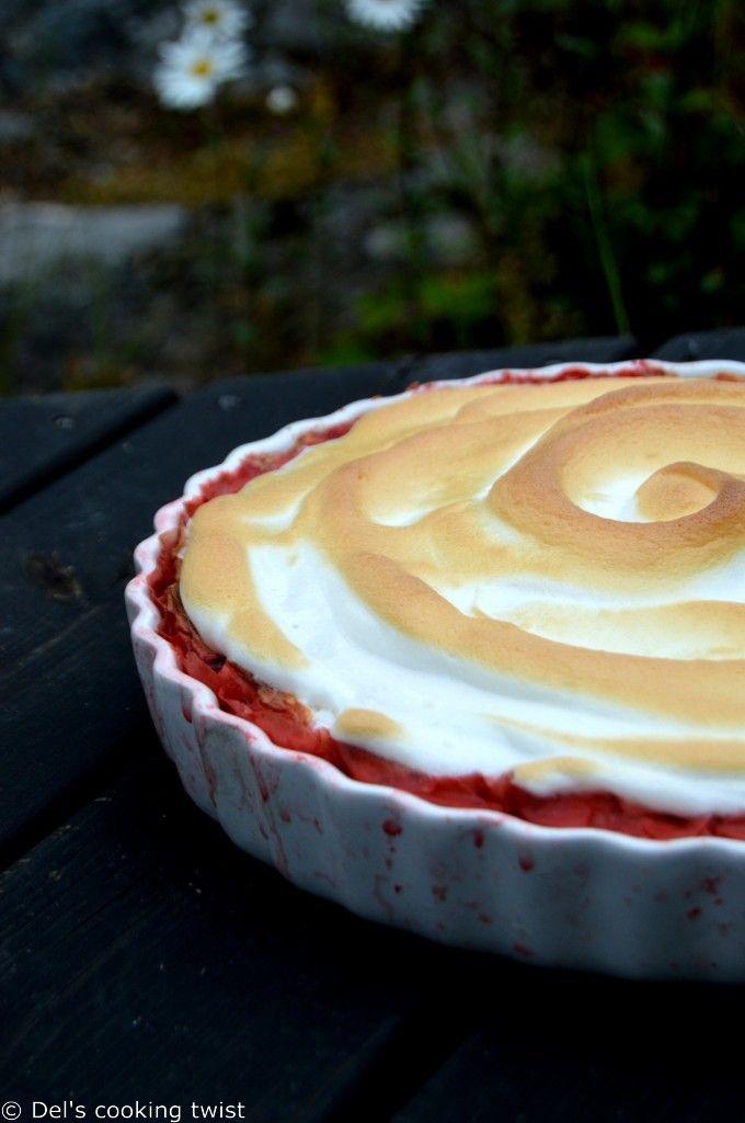 Tarte meringuée aux fraises et à la rhubarbe | Del's cooking twist
