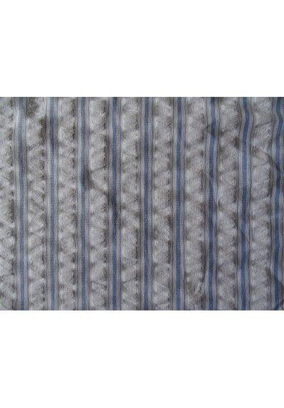 Le seersucker est un tissu en coton gaufré léer et respirant pour l'été. parfait pour coudre des chemises, blouses, tuniques, en vente à partir de 0,25 mètres sur 36 bobines.