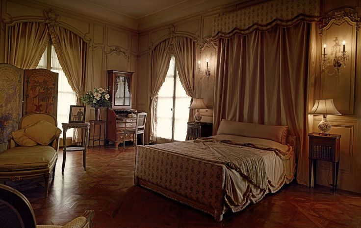 """Gold Coast"" Mansions {A bedroom inside the Vanderbilt Museum}"