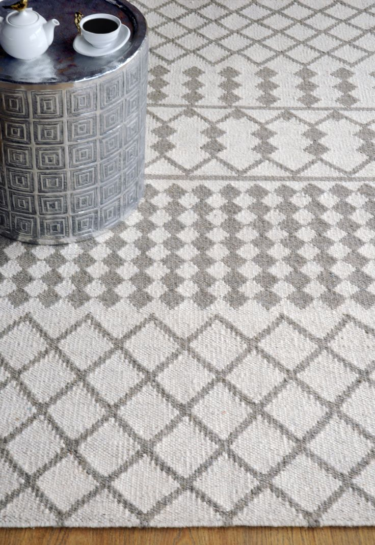 HF rugs: Albania Design