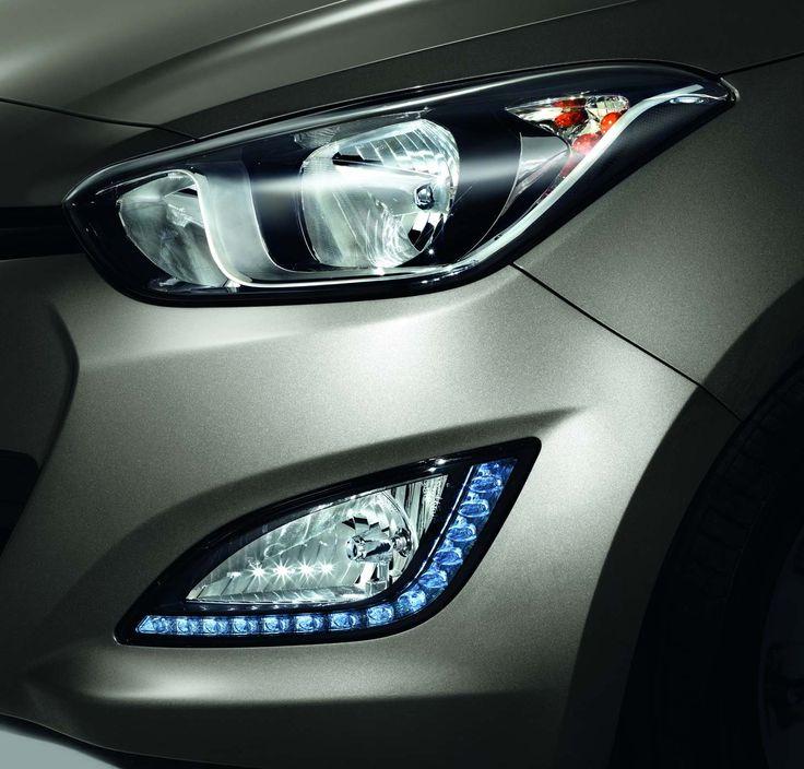 Światła dzienne i przednie lampy przeciwmgielne  Chcesz poprawić estetykę i bezpieczeństwo? Zamów i20 ze światłami dziennymi LED. Dodatkowo światła przeciwmgielne wysokiej mocy poprawią widoczność podczas trudnych warunków pogodowych.