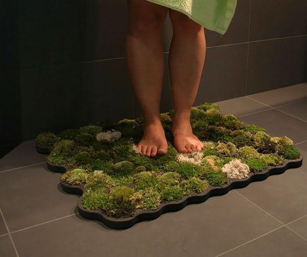 Banheiros Criativos (Foto: reprodução) tapete de musgo  design Nguyen La Chanh