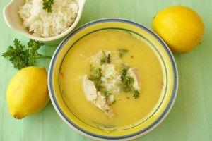 Avgolemono (Griekse soep met kip en rijst)  Soep is een ideale manier om met je restjes groenten aan de slag te gaan. Maar ook een restje kip en rijst kan een heerlijke maaltijdsoep opleveren.