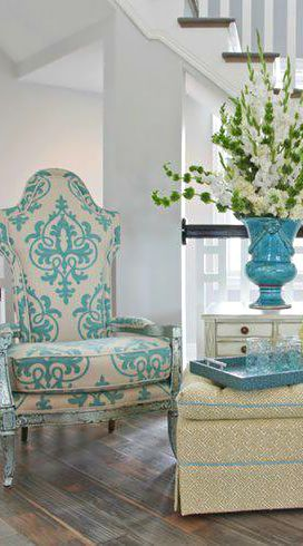 Romantic Living Spaces| Serafini Amelia| Love this shade of turquoise In fashion & interiors