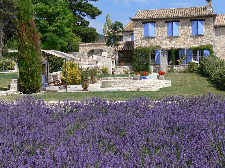 Sault, Gîte de vacances avec 3 chambres pour 7 personnes. Réservez la location 971917 avec Abritel. Ventoux / Provence / Lavandes / 84390 SAULT. 490€ 590€ Tout compris