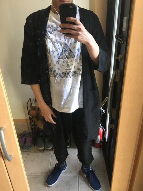 1ヶ月ぶりの投稿(´・ω・`) 春夏コーデに仕上げたつもりです! 中のシャツはバンドTシャツなんで非