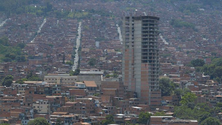 Vistas a la Ciudad Movil.Vista a Aranajuez desde el Jardín de Moravia, #Medellín #Urbanphotography #cityscape  https://www.facebook.com/events/1756648384603623/