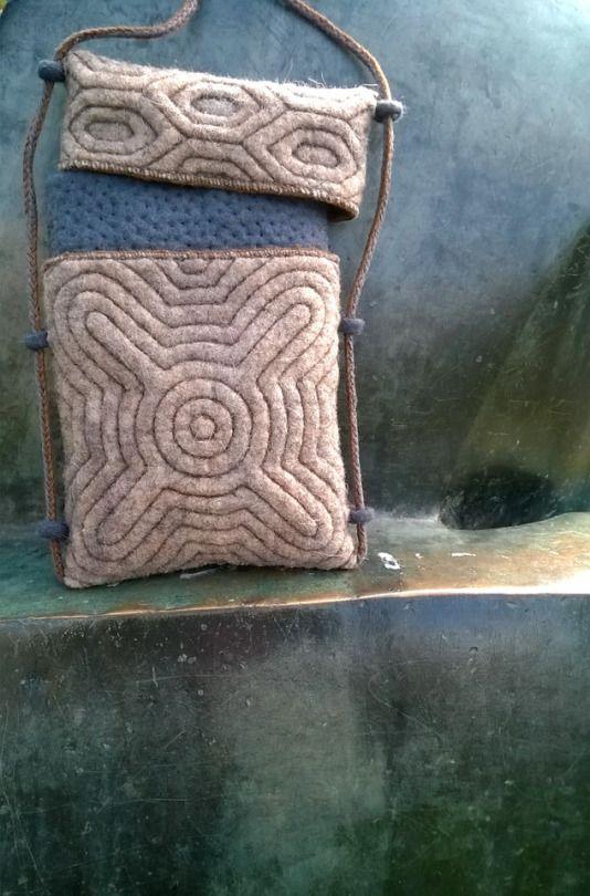Felt bag with lid and adjustable strap by Vanda Robert