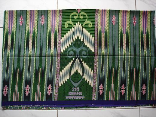 kain tenunan tradisional dari kota samarinda kalimantan timur sarung