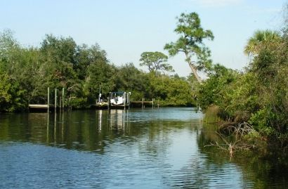 Best Florida Places to Retire  If you have been looking for the best Florida retirement towns and communities this website has the answers you need. Choose from almost 70 of the best places to retire in Florida that are popular with active adults 55+.