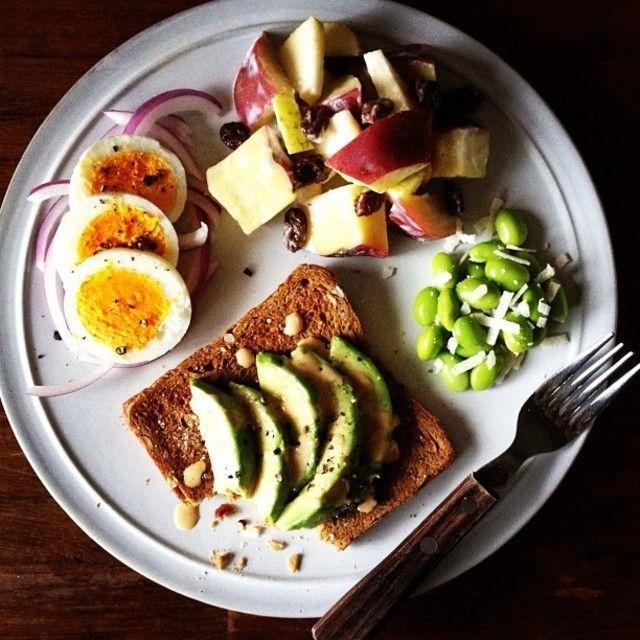 ワンプレートで食卓をセンスアップしてみませんか?盛りつけのコツを掴めば、いつものお料理がまるでオシャレなカフェでの食事の用に大変身!お皿の選び方から盛りつけのコツまでご紹介いたします!