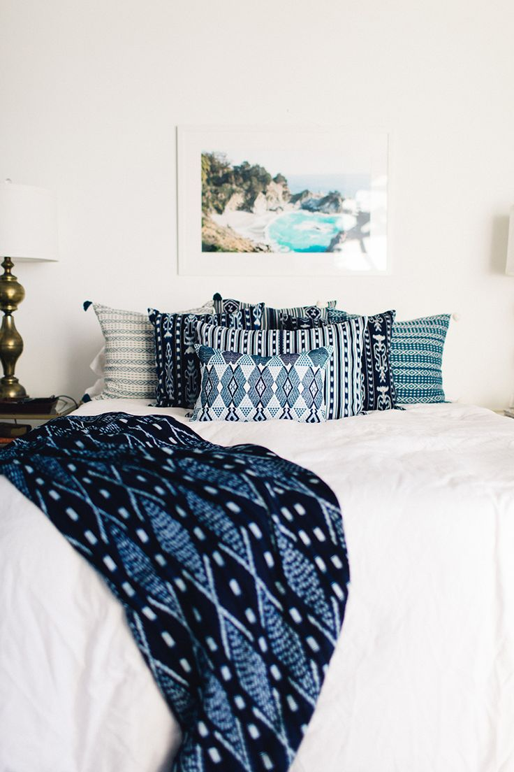 Bright blue bedding - Blue And White Modern Bedroom