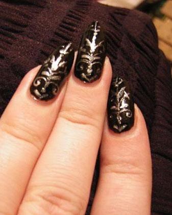 Черные ногти: на вечеринку или на деловую встречу