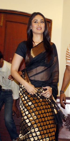 I love Chanderi sarees. I think silk sarees are overrated. Here, Kareena can be seen in one.
