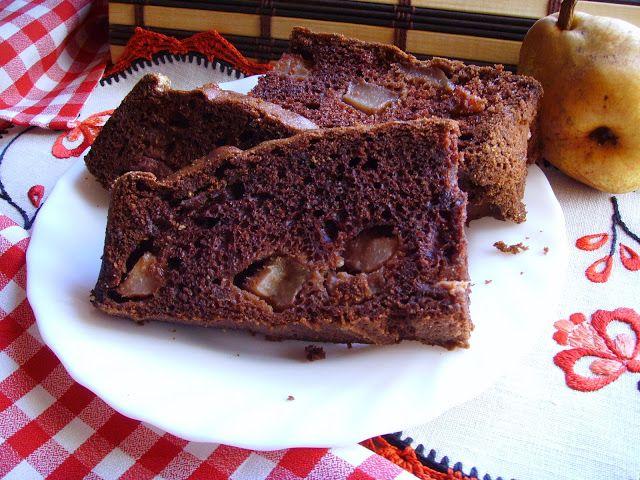 Szybkie ciasto kakaowe z gruszkami.