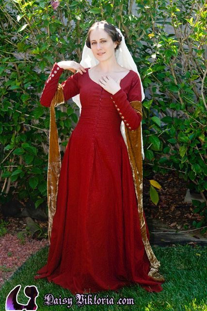 A long sleeved red linen kirtle! This is early 15th century.