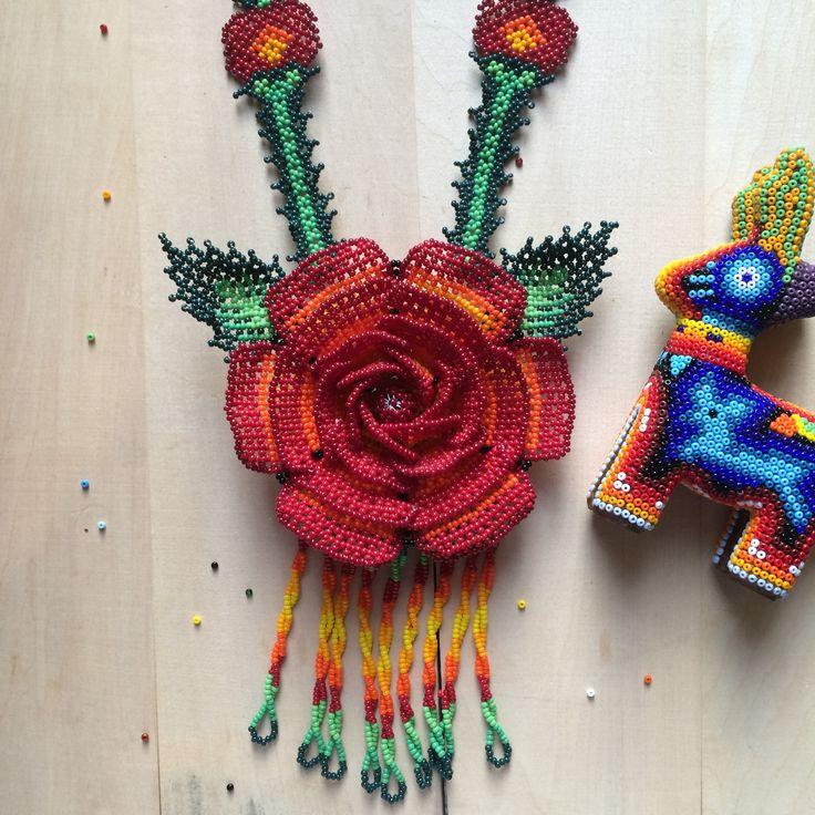 Arte mexicano. Collarde chaquira hecha 100% a mano.  <h5>Envío a cualquier parte de la República Mexicana por <strong>$115</strong></h5> <h5>¿Preguntas? Visita nuestras <a href=