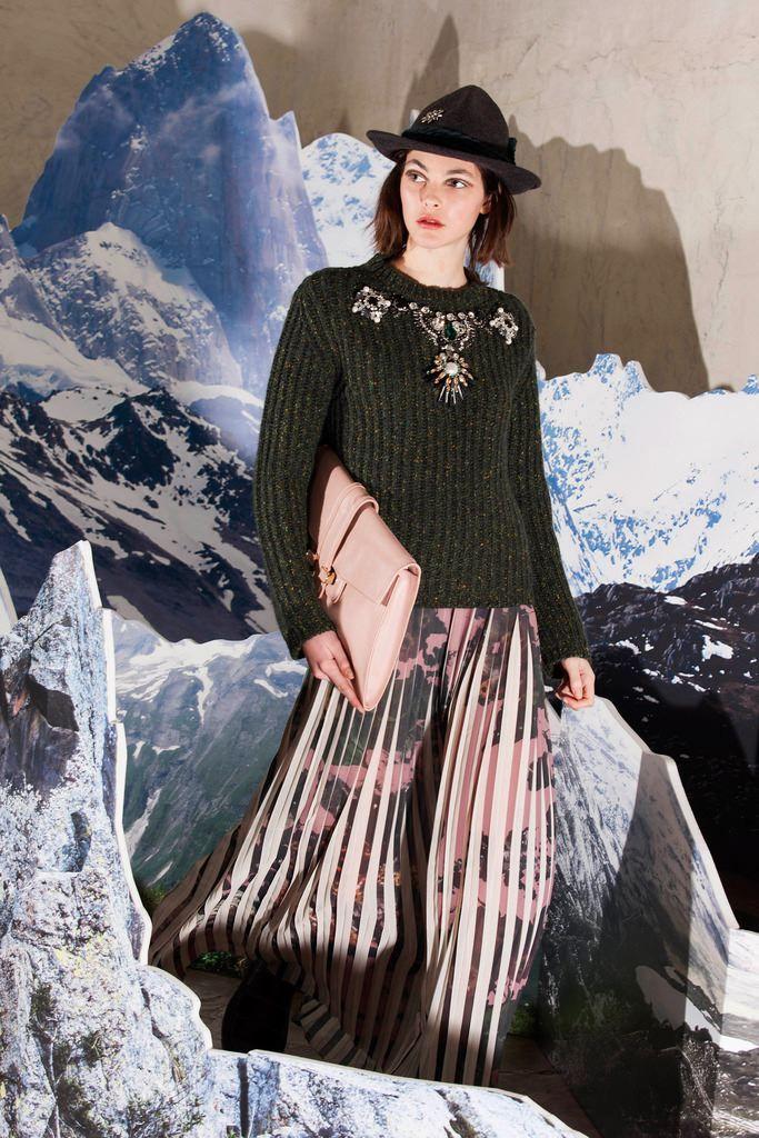 Fashion Show Look 28 http://www.lenafashion.it/capi/antonio-marras-maglione-con-applicazioni-gioiello.html