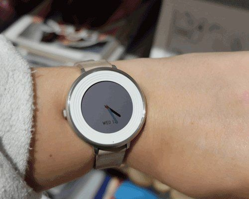 A$90   Pebble Time Round 14mm Smartwatch