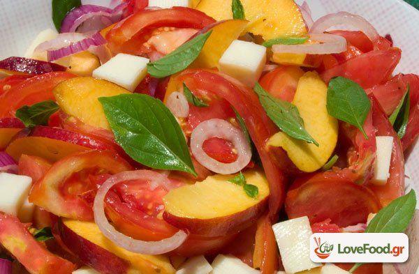 Σαλάτα με νεκταρίνια & ντομάτα