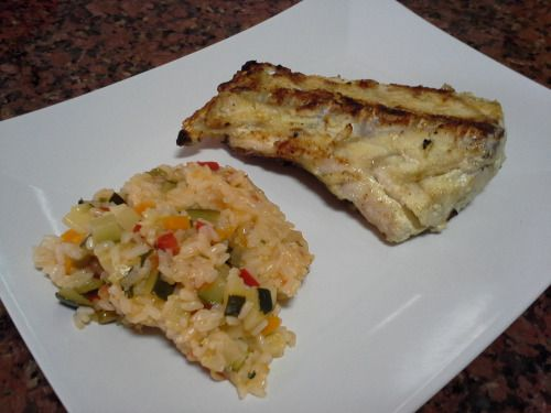 Garoupa grelhada com arroz de courgette. Grilled grouper with zucchini rice.