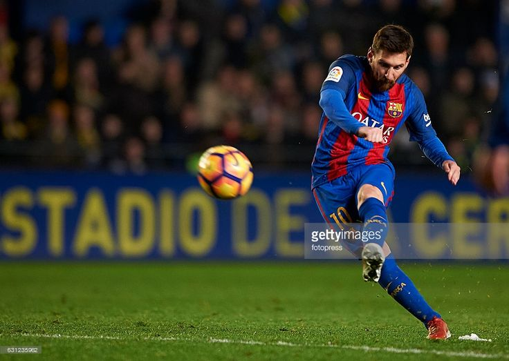 Lionel Messi of Barcelona in action during the La Liga match between Villarreal CF and FC Barcelona at Estadio de la Ceramica on January 08, 2017 in Villarreal, Spain.