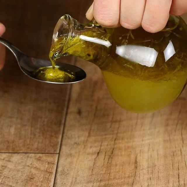 薬局の咳止めシロップと比べ物にならないくらい良い!必要な材料はたったの3つ。 作り方はこちら: ...