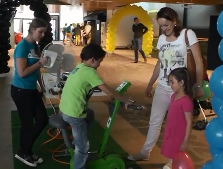 Zelf duurzame energie / elektriciteit /  groene stroom opwekken door te fietsen.  Experiencedag TU/e gehouden op zondag 2 juni 2013.