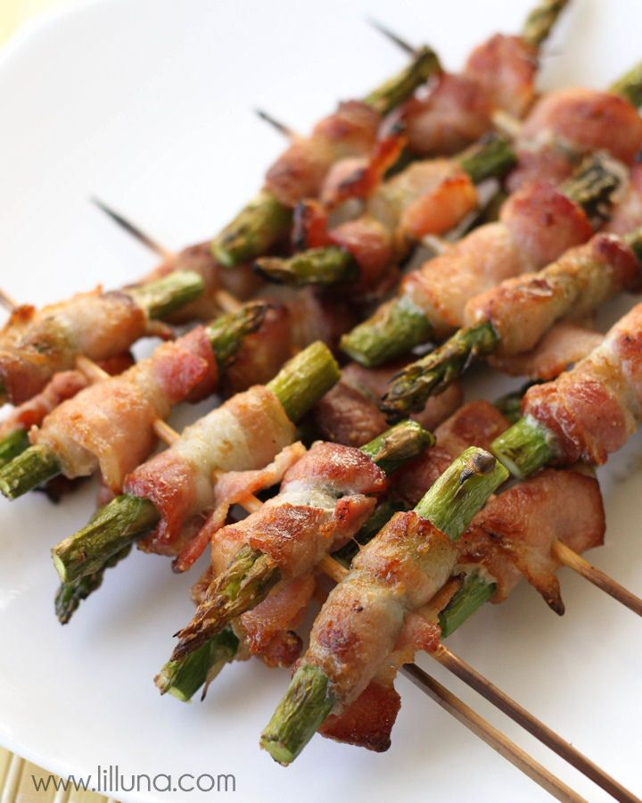 Delicious Bacon Wrapped Asparagus Skewers - just like those from Disneyland!!
