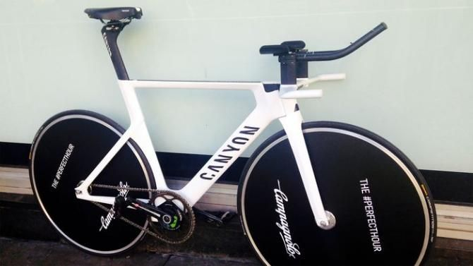 First look: #AlexDowsett's #HourRecord bike! #AlexDowsett will ride this #Canyonbike for his #HourRecord attempt!