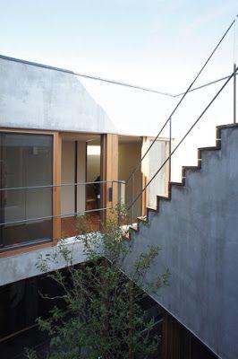 浅利幸男/ラブアーキテクチャー ( Yukio Asari / Love Architecture ) による目黒区の住宅「八雲の家」のオープンハウスに行ってきました。  敷地面積132m2、 建築面積66m2、延床面積158m2。RC造+木造、地下1階、地上2階建...