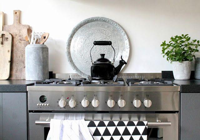 Zwart, wit & hout: Onze nieuwe keuken!