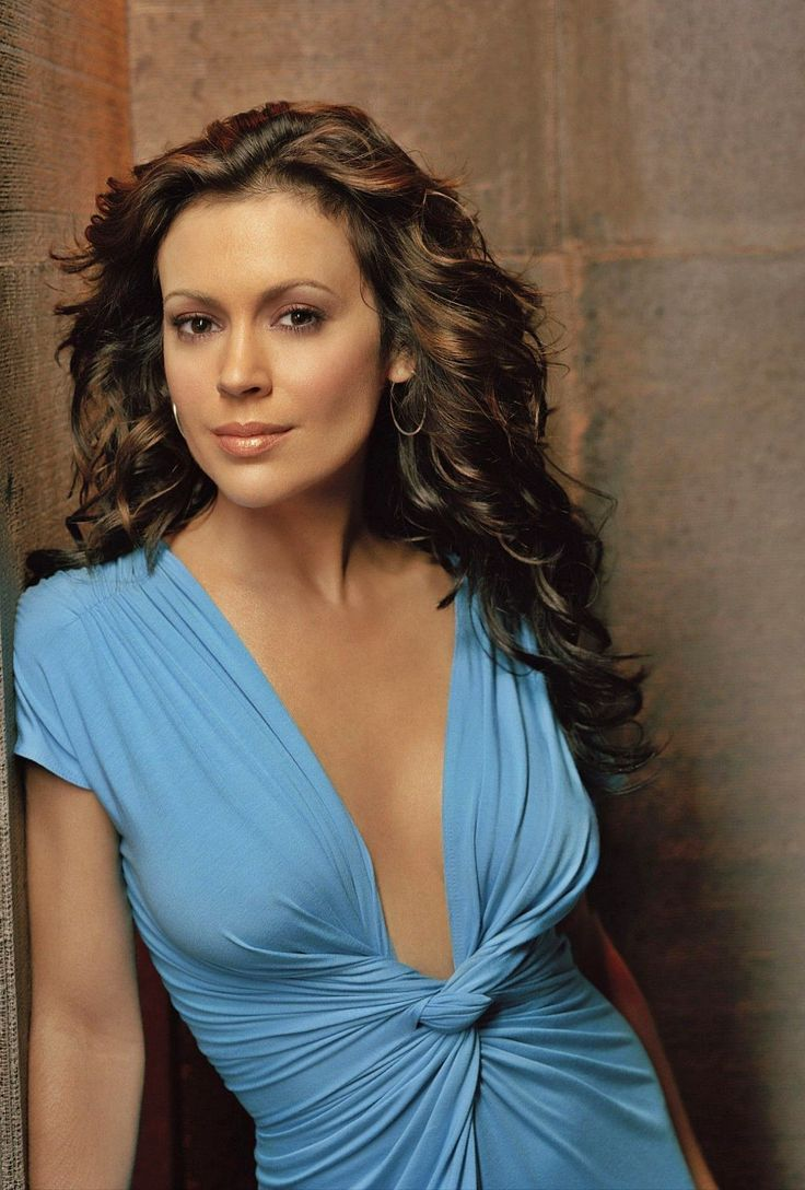 Phoebe Halliwell (Alyssa Milano) in Charmed