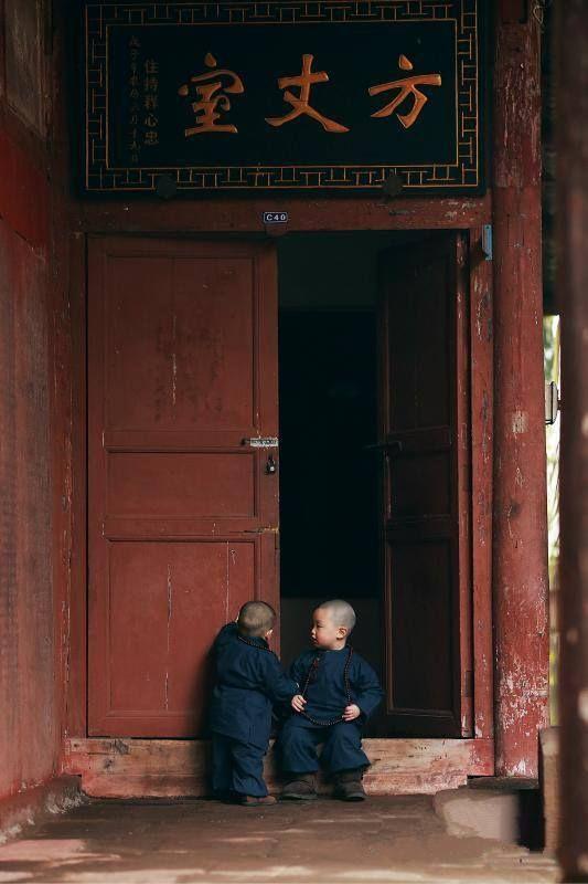 Little monks in Two Buddha Temple in Chongqing - China (CNS/Zhong Xin)
