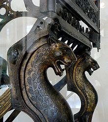 Trône de Dagobert ,détails de protomés de panthère. iège en bronze , époque…