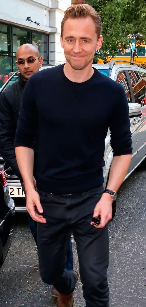 Tom Hiddleston seen at the BBC Radio 2 Studios on October 1, 2015 in London, England. Full size image [UHQ]: http://ww4.sinaimg.cn/large/6e14d388gw1ewmp6eif5qj21kw2dcnpd.jpg Source: Torrilla, Weibo