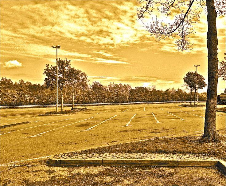 """#Pitch, Satz 57: """"…eine … Weide voller Wollewolken …"""" ist der Himmel für den Automechaniker, der den abfahrenden Autos hinterherschaut."""