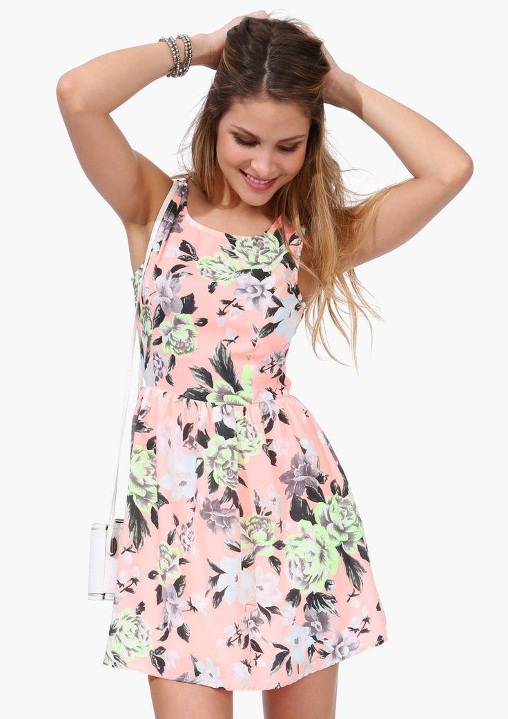 Vestidos florais - Veja em http://vestidododia.com.br/dicas/como-combinar-acessorios-com-vestidos-estampados/