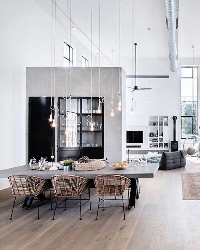Wat een geweldige styling via @neuman_hayner_architects #interieur #inspiratie #homedeco #interieurstyling #zondag