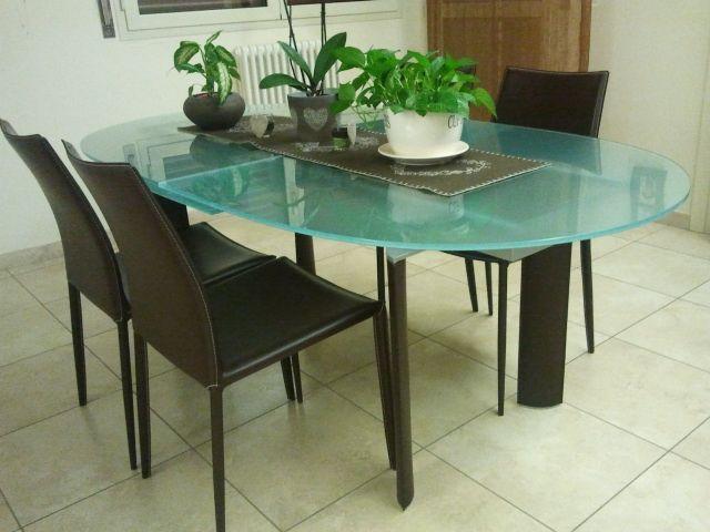 Ciao, sono Melissa e sto aiutando il nostro bel tavolo a trovare un nuovo proprietario. Si tratta di una tavolo ovale di Cattelan modello Side dimensioni 200 x 106 cm, estensibile con comodissima a...