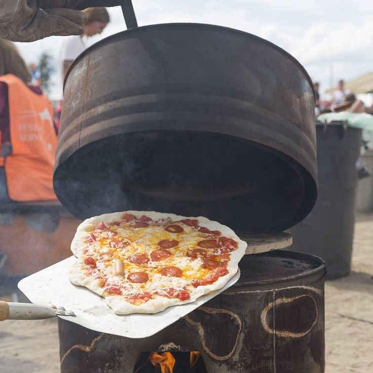 Pizza 🍕 straight out off the 🔥Barrel 📷 Torben Ekserod  #letsmakepizza #pizza #pizzaoven