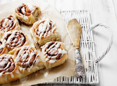 La ricetta per preparare le cinnamon rolls, le brioche alla cannella, a casa! Semplici e deliziose
