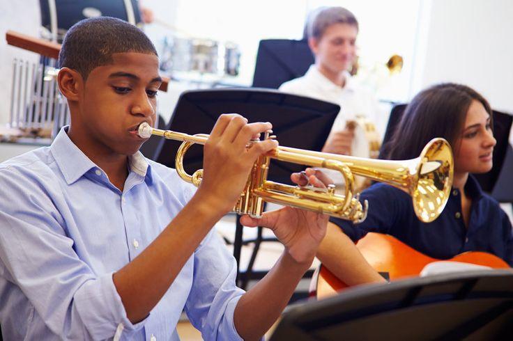 How music training alters the teenage brain: Music training initiated during high school might hone brain development -- ScienceDaily