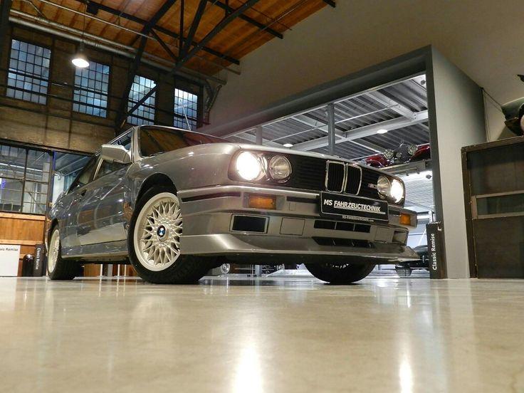BMW E30 M3 EVO II - limitiertes Sondermodell 500 Baujahr: 1989 Hubraum: 2.3l Leistung: 158 kW (220PS) Motor: 4-Zylinder Einspritzter/S14 Getriebe: 5-Gang Handschaltung Beschreibung BMW E30 M3 Evolution II Fahrzeug ist auf 500 Stück limitiert und wurde nur im Zeitraum 1988 bis Juli 1990 gebaut. Als besonderes Erkennungsmerkmal ist eine nummerierte Plakette mit Handsignierung in der Mittelkonsole angebracht.  www.ms-fahrzeugtechnik.com