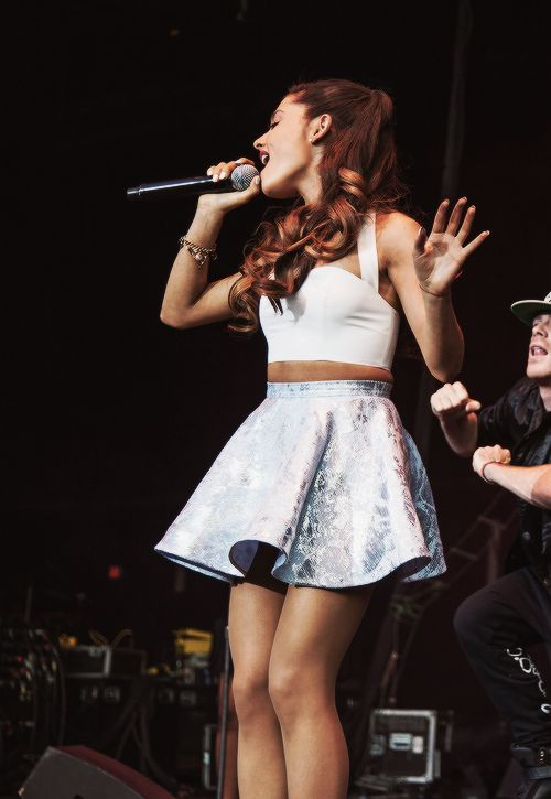 Ariana Grande lllllllllllloooooooooovvvvvvvvveeeeeeee hhhhhheeeeeeeerrrrrrrrrrrrrrr!!!!!!!!!!!!