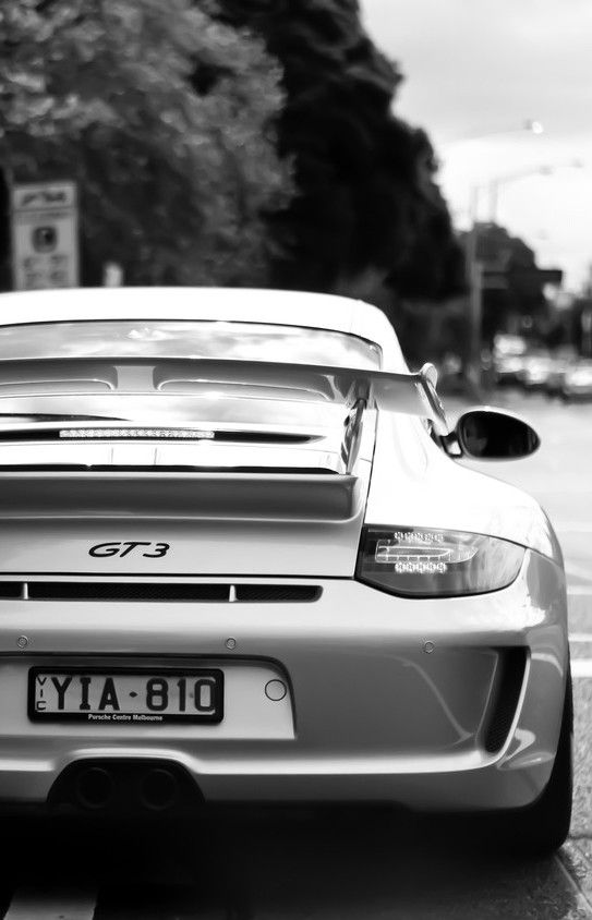 Hard to say with the colour of this picture if the Porsche 911 GT3 has a 3x3 in black font on white background, or a general issue slimline plate!