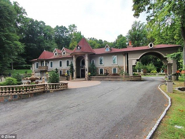 Teresa & Joe Giudice's mansion in Montville, New Jersey